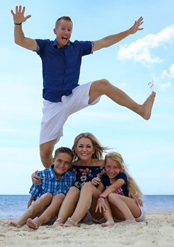 John Jumping Over Us Cancun 250x